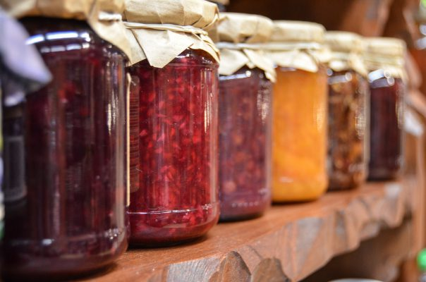 How to Choose Between Glass and Plastic Jars